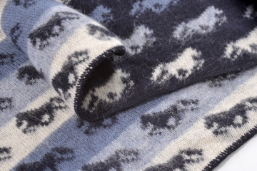 KIDKA 033 Tagesdecke, Wolldecke, Plaid Blau - Islandpferde 185 x 130 cm