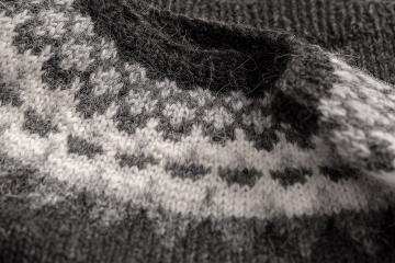Damen Rundhalspullover Handgestrickt - schwarz / grau / weiss