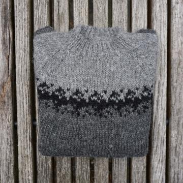 Leichter Handgestrickter Islandpullover- Dunkel-Grau
