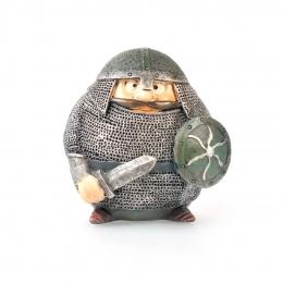 Wikinger in voller Rüstung mit Schwert und Schild